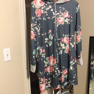 Dresses & Skirts - NWOT hooded floral dress